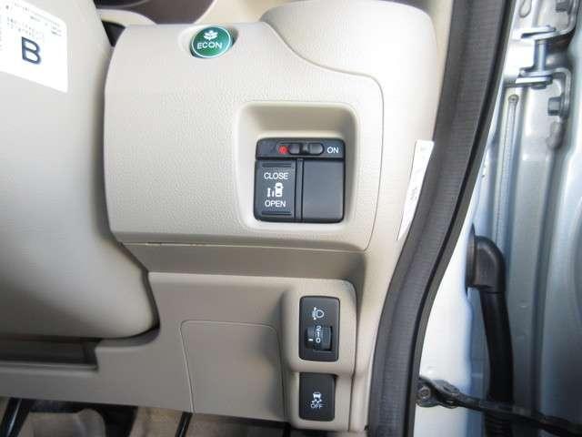 VSA(車両挙動安定化制御システム)、ECON(エンジン、エアコンなどを制御し低燃費な『ECONモード』に)装置が付いておりエコで安全に走行出来ます!