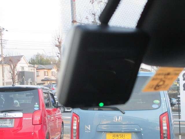 フロントドライブレコーダーも付いて安心ですね。