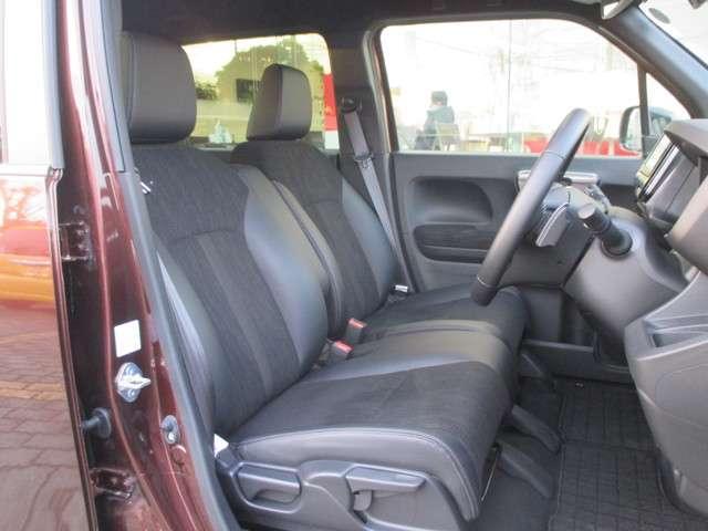 運転席シートはシートヒーターが付いてますので温かいですよ。