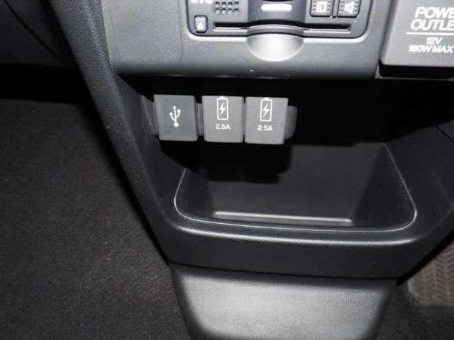 充電用USBジャック搭載です急速充電対応タイプ2個付きです