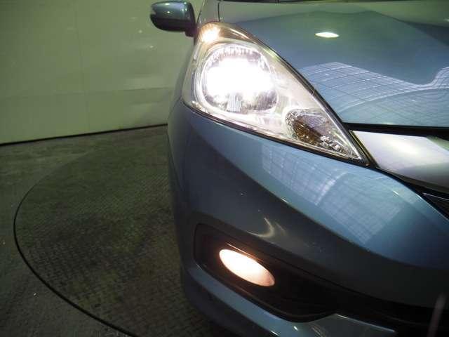 夜のドライブにたのもしいディスチャージヘッドライト&フォグライト暗くなると自動点灯オートライトコントロール機構付です