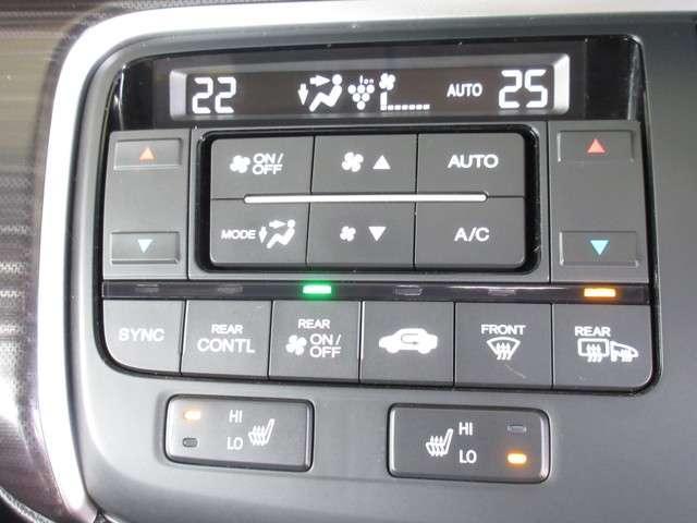フロントシートの座面に2段階調節のシートヒーターを内蔵。冬場には大変良い装備ですね! エアコンはオートエアコンでお好みの温度調整が出来、オールシーズン快適にドライブできます!