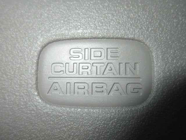 確かな安全性のサイドカーテンエアーバックは、さまざまな体格、乗車姿勢の「人」へ全席で優れた保護性能を発揮させるために、事故実態を含め徹底的にサイドカーテンエアーバッグの検証・テストを重ねた結果です。
