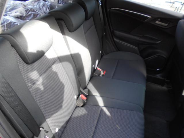 ☆2列目シートもゆったり快適に座っていただけますので、後部座席にお乗りの方も楽しくドライブに参加していただけますよ。
