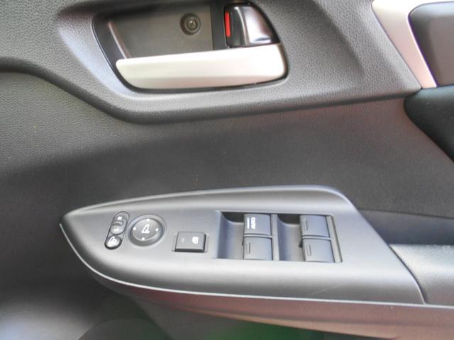 ☆運転席のドアスイッチの写真です。窓の開閉も楽々ですね(^^♪
