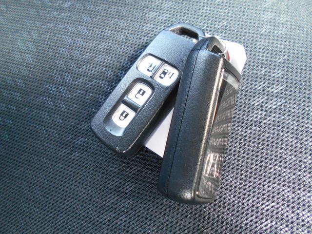 ☆スマートキー装備!鍵をポケットから出す事無く、ドアの開閉、エンジンスタートが可能で、便利です!