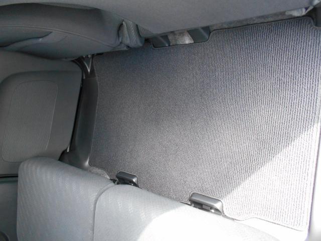 ☆後部座席の足元マットです。クリーニング済できれいです。