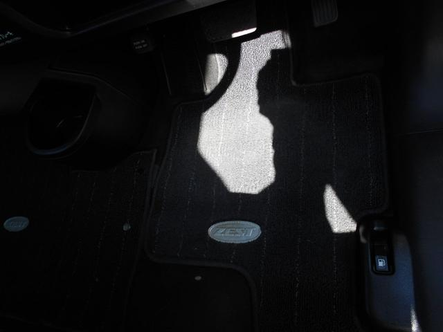 ☆運転席、足元マットの様子です。クリーニング済です。