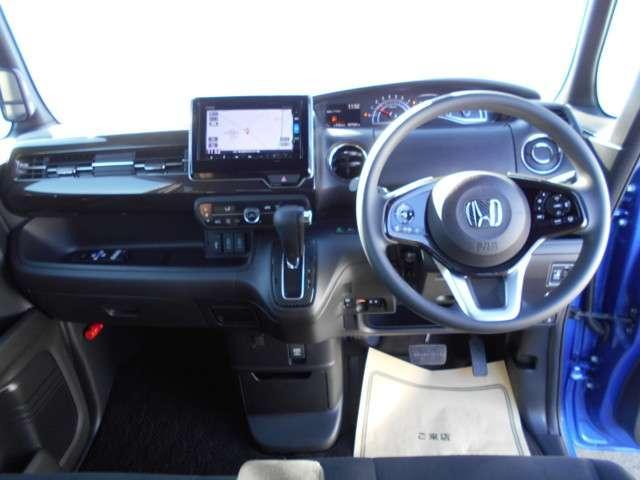 G・Lホンダセンシング 衝突軽減B ETC Rカメラ インターナビTV 左電動SD Bluetooth 純アルミホイール LED 後席モニター アイドリングストップ クルコン スマートキー(3枚目)