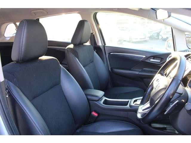 操作性に優れた運転席となります!小物入れや各ボタンの配置にこだわり、使いやすいです!座り心地もよく視認性も良好なのでロングドライブもお任せ下さい!