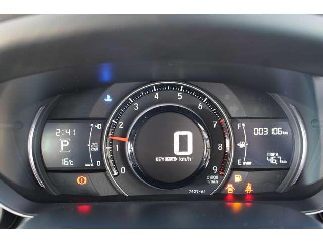 メータは先進的なデジタルメーターを採用!ゆっくりと数字が動くのでとても見やすく表示されます!平均燃費なども表示、エコな運転の手助けをしてくれます!