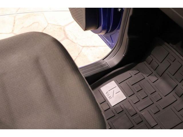 ホンダ純正フロアマットです。安全面の観点から入念に設計してあるので、安心してお乗りいただけます。