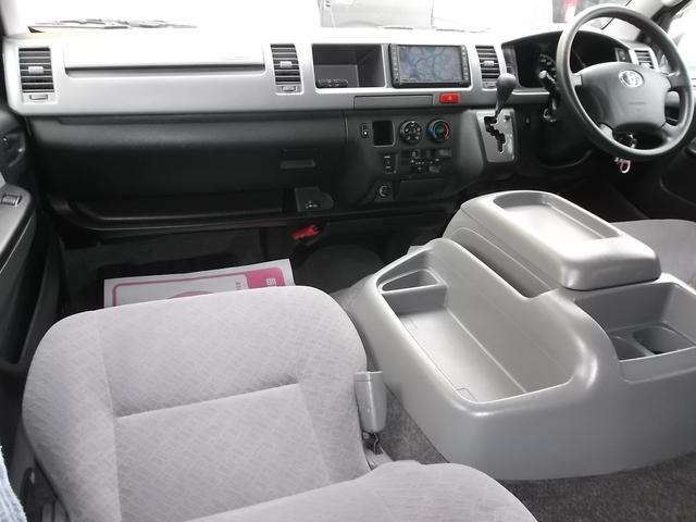 ワイドならではのゆとりの空間!禁煙車ですので嫌な臭いも御座いません!スーパーGLはシートも基本装備も良く長距離運転も疲れませんよ!黒革調シートカバーなど各種インテリアカスタムも承ります!