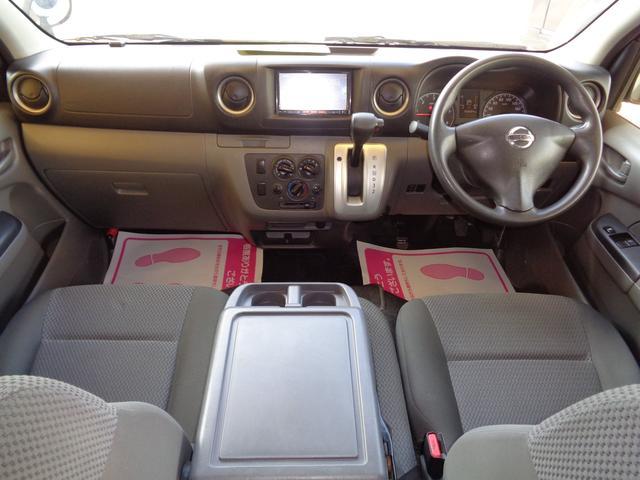 クリーニング済みの綺麗な運転席!気持ち良くお乗りいただけます!エアバック・ABS・キーレス・左右PW・助手席フルリクライニングと十分快適な装備です!運転席周りも広いですね!
