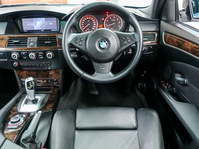 BMW BMW 530iツーリング Mスポーツ パノラマSR 本革HDDナビ