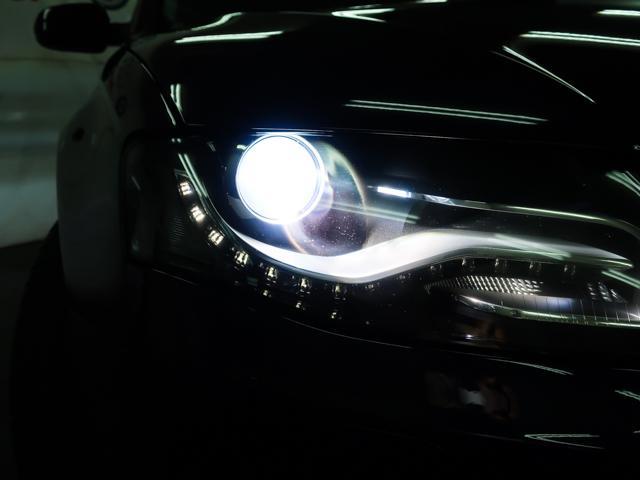LEDポジションライト、キセノンヘッドライトを装備。夜間でも安心の明るさです。便利なヘッドライトウォッシャーも装備しております。