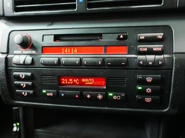 使いやすいインパネには純正オーディオデッキ、便利なオートエアコン等を装備しております。