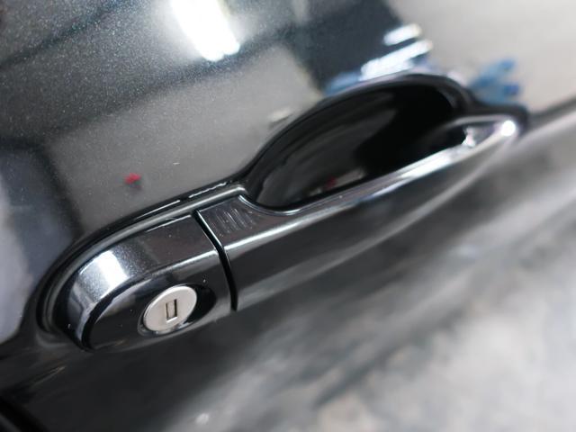 鍵をポケットや鞄に入れたままドアの施錠、開錠やエンジン始動等が行える便利なコンフォートアクセスを搭載しております。