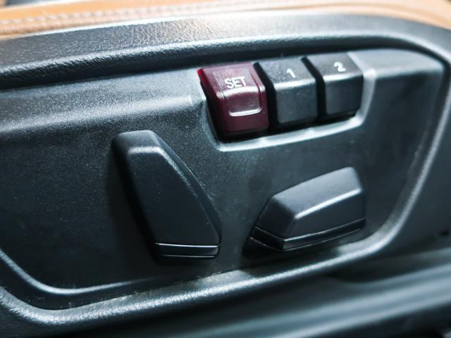 便利なパワーシートを装備。位置情報を記憶可能なメモリー機能付きとなっております。