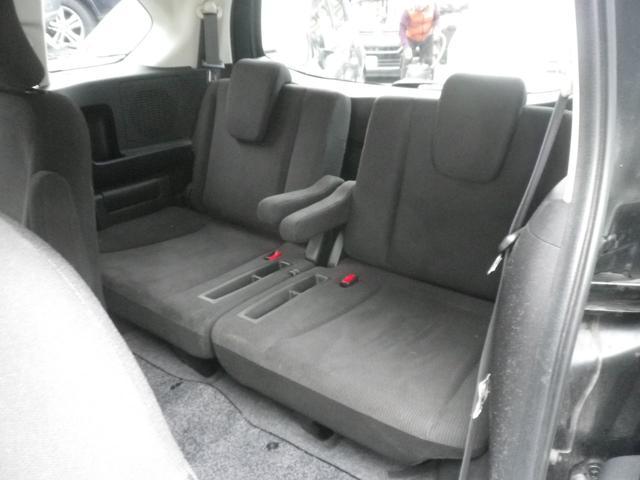 サードシートにもアームレストがあります。