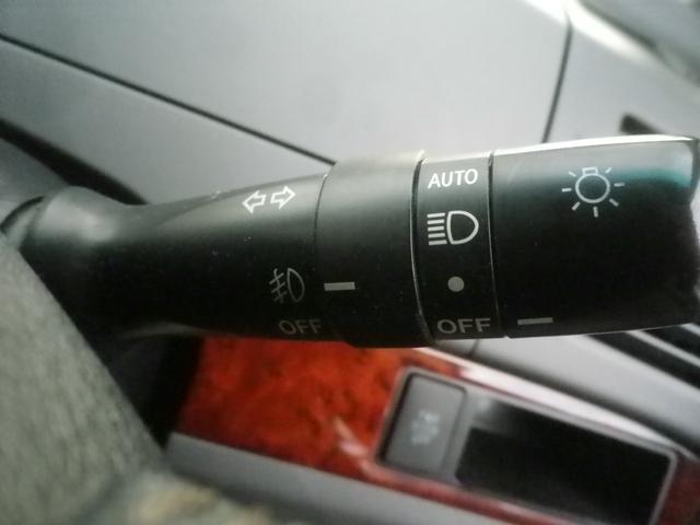 オートライトコントロール付きディスチャージヘッドライト。