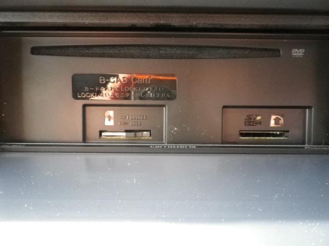CD,DVD,SDカードスロットル。