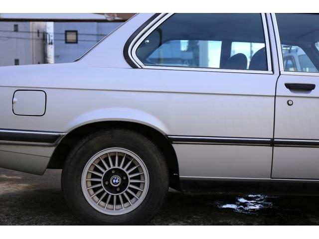 BMW BMW 318i 2ドアセダン 5速