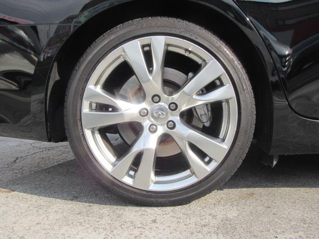 タイヤサイズ:245/40R20
