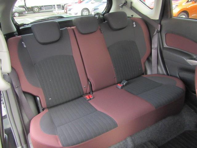 6:4分割の後席シートを倒せば更に大きなラゲージスペースとしてご利用いただけます