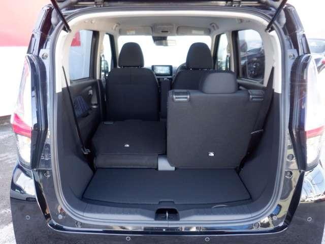 分割の後席シートを倒せば更に大きなラゲージスペースとしてご利用いただけます。使い勝手も良く便利です