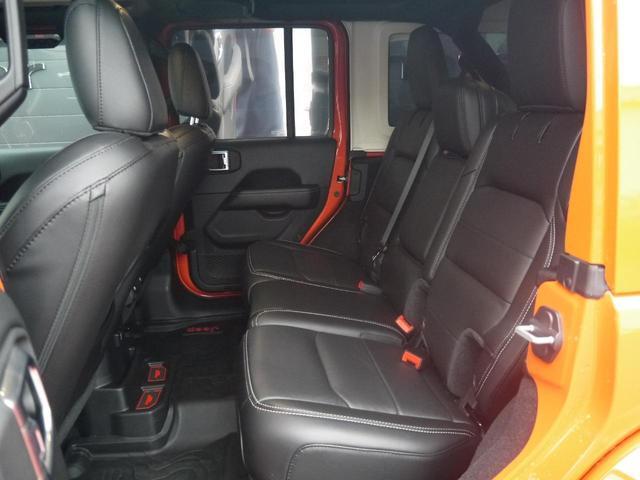 サハラ 2.0Lターボ 黒革シート ヒッチメンバー LEDヘッドライト クルーズコントロール フロント・リア・サイドカメラ ステアリング&シートヒーター カープレイ パーキングセンサー ETC 新車3年保証(17枚目)