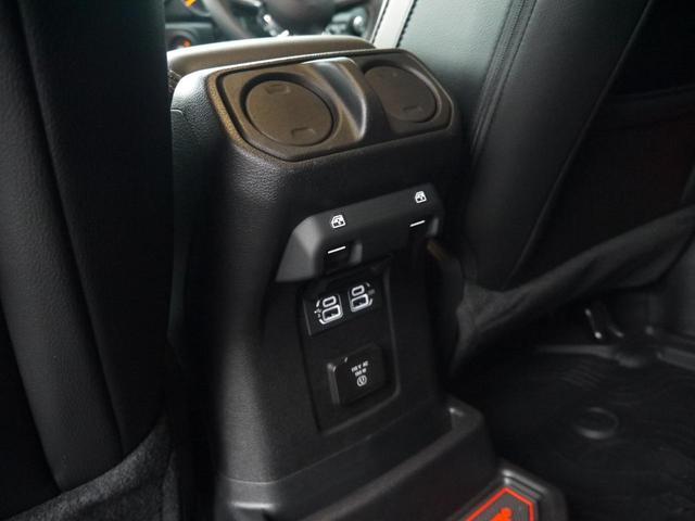 サハラ 2.0Lターボ 黒革シート ヒッチメンバー LEDヘッドライト クルーズコントロール フロント・リア・サイドカメラ ステアリング&シートヒーター カープレイ パーキングセンサー ETC 新車3年保証(18枚目)