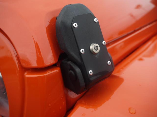 サハラ 2.0Lターボ 黒革シート ヒッチメンバー LEDヘッドライト クルーズコントロール フロント・リア・サイドカメラ ステアリング&シートヒーター カープレイ パーキングセンサー ETC 新車3年保証(24枚目)