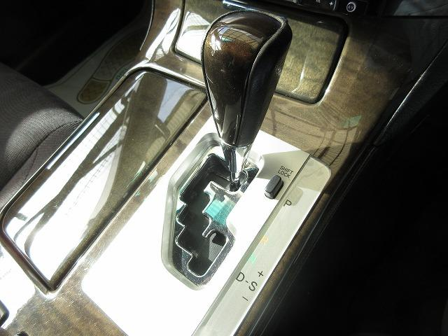 内外装につきましては、専任の熟練のスタッフが真心込めて丁寧に車内清掃、外装磨きを致します。ご納車までにしっかり綺麗にお仕上げ致します。ご安心下さい。