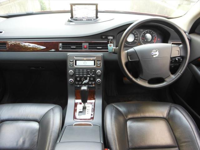 ボルボ ボルボ V70 2.5T LEデラックスレジャーPKG 黒革SR HDDナビ