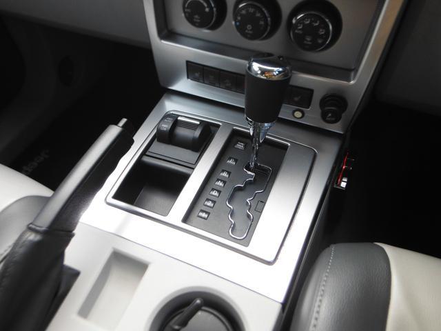 クライスラー・ジープ クライスラージープ チェロキー リミテッド 正規ディーラー車 本革 カロッツェリアナビ地デジ