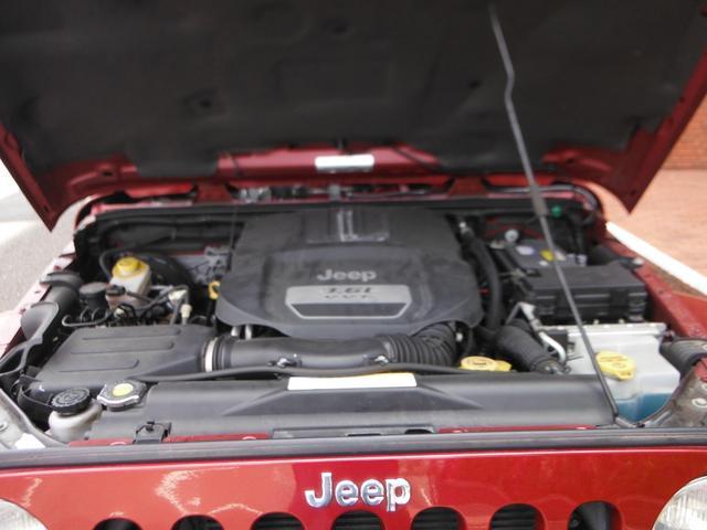 V型6気筒DOHC・出力284ps(209kW)/6350rpm・トルク35.4kg・m(347N・m)/4300rpm(カタログ値)