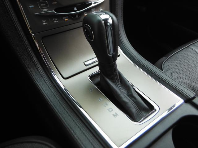 「セレクトシフト」付きで、シフトレバーのグリップにあるスイッチでマニュアル操作が可能!フルタイム4WDの6速ATを搭載しています!