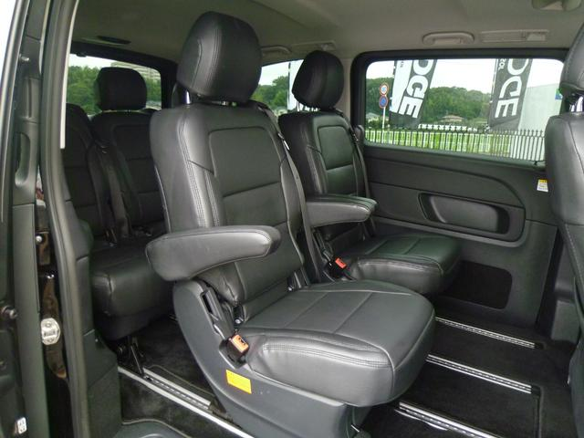 十分な広さを確保したセカンドシートで上質なDOTTY革調シートカバーを装着しています!