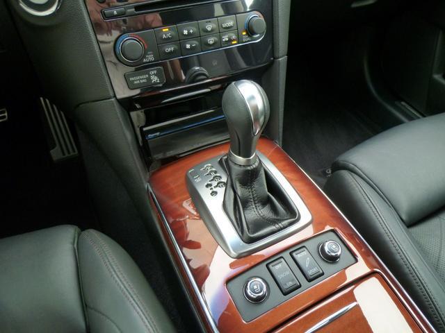 充実装備車!黒革スポーツシート・サンルーフ・サイバーナビ・地デジ・アラウンドビューモニター・キセノン・RAS・PTS・BOSEサウンド・21AW・DXツーリングPKGを装備しています!