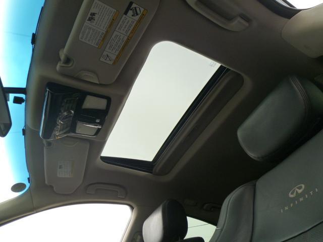 電動スライドガラスサンルーフでチルトアップ機能も装備しています!