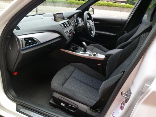 上質なMスポーツ専用シートで左右パワーシートを装備しています!インテリアには、電動調節式サイド・サポートがコーナリング時に身体をしっかりと支えるスポーツ・シート(運転席&助手席)です!