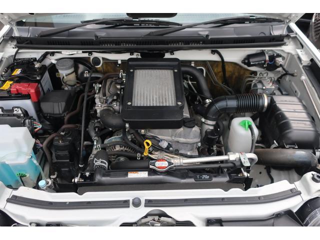 ランドベンチャー 4WD 最終型 5速ミッション車 最終モデル 専用バンパー メッキグリル 純正16インチアルミ 専用インテリア&レザー調シート 革巻ステアリング シートヒーター ミラーヒーター ドアバイザー フロアマット プライバシーガラス(19枚目)