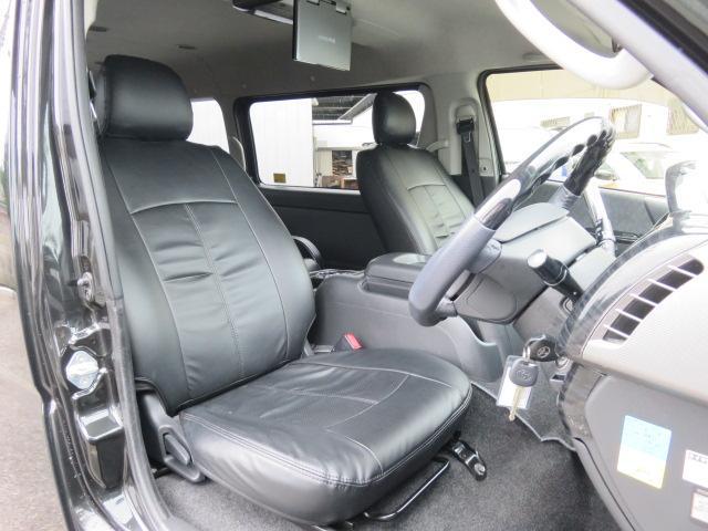 トヨタ ハイエースワゴン GL二列目キャプテンシート二の字ベッド