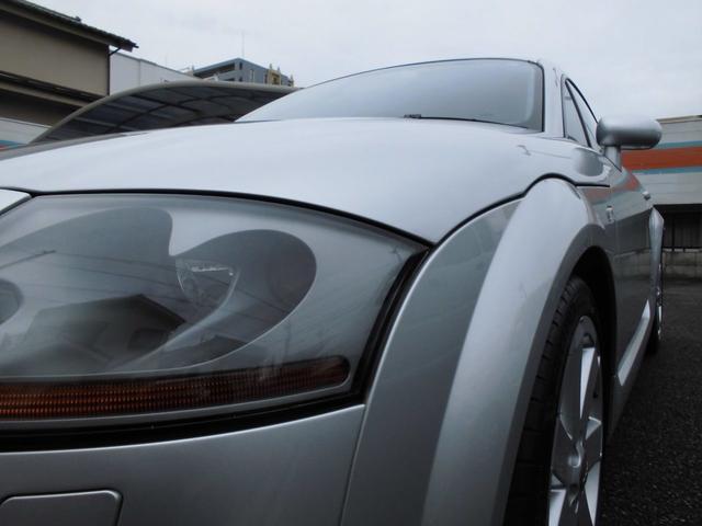 1.8Lは、180馬力+FF駆動の「1.8T」、3.2Lは250馬力+4WD駆動の「3.2クワトロSライン」の2種をラインアップする。