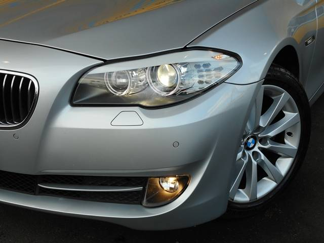 BMW BMW 528i左ハンドル 黒レザーシート HDDナビ地デジBカメラ