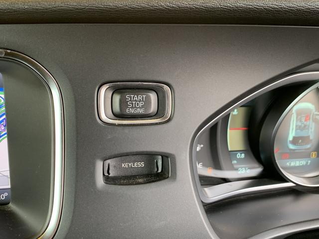 ★コンパクトハッチバック4WDのV40 T5 クロスカントリー入庫です!●純正キセノンライト!●シティーセーフティ!●アダプティブクルーズコントロール!●レーンキープアシスト!●BLIS!