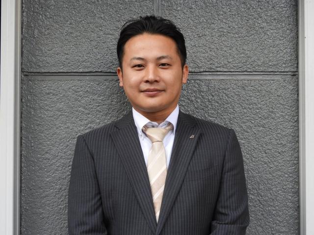 セールスマネージャー 武田 紘史(タケダ ヒロフミ)と申します。この度は弊社取扱い車両をご覧頂き誠に有難う御座います。お問い合わせご来店心よりお待ち申し上げております
