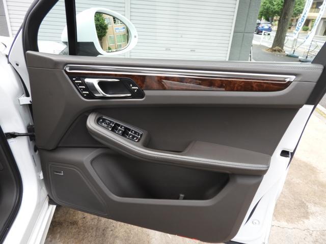 「ポルシェ」「マカン」「SUV・クロカン」「東京都」の中古車44