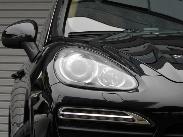 人気の外装色ブラックに19インチターボホイール&レッドペイントブレーキキャリパーがお洒落なエクステリアを演出!!